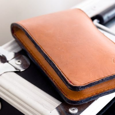The ageing of the iPhone 4 flip wallet leather