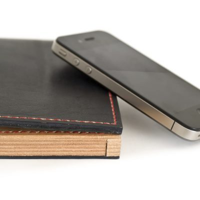 The bottom of the wallet shows the total of 7 layers of untreated thick veg tanned leather www.highonglue.com
