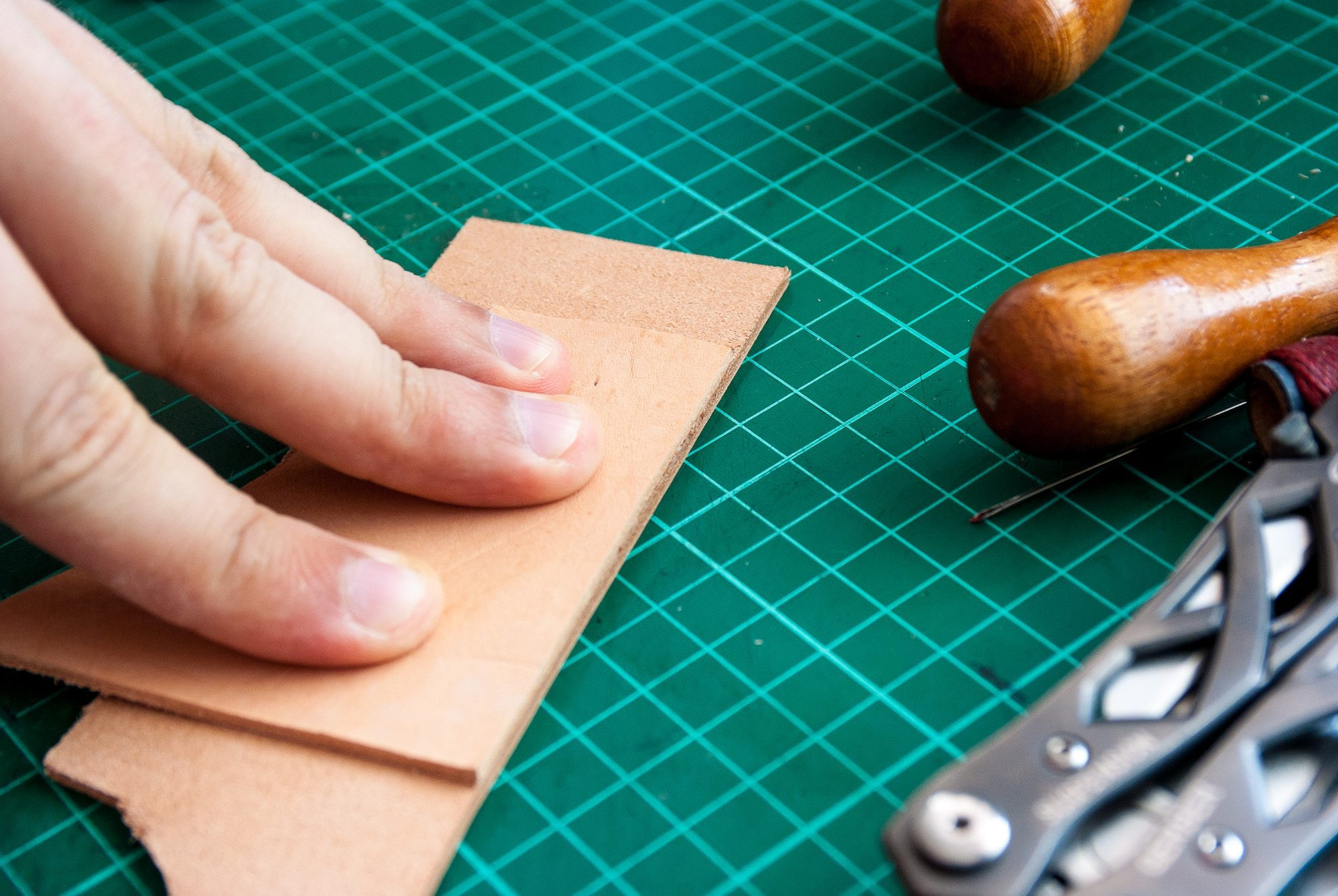 Step 1: Glueing leather pieces