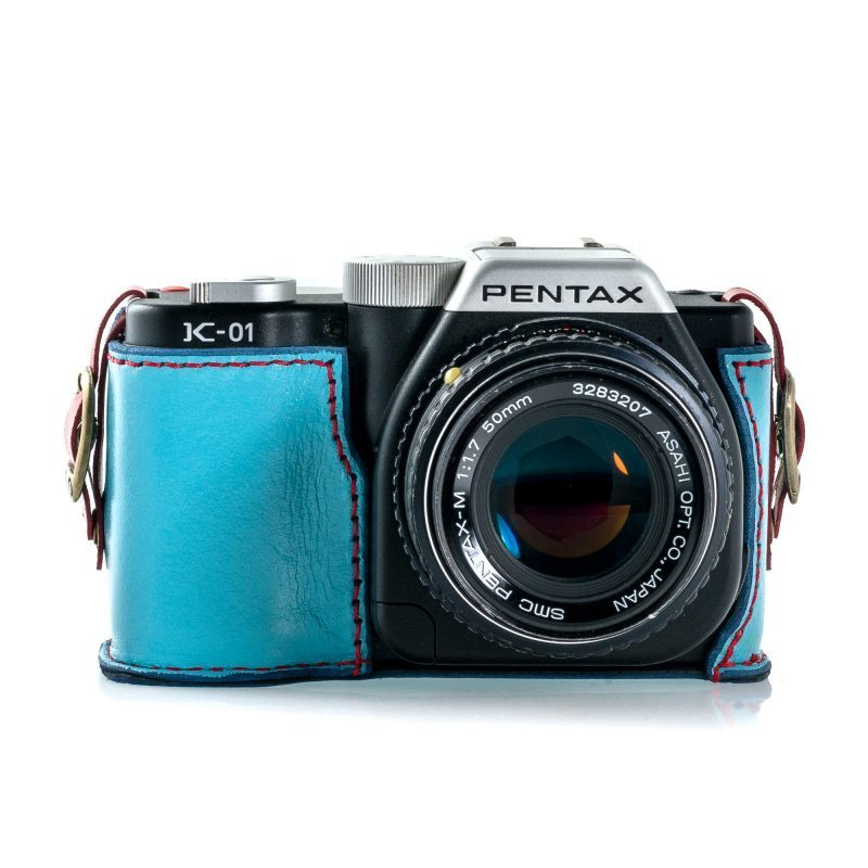 Front of the case with Pentax K-01 inside